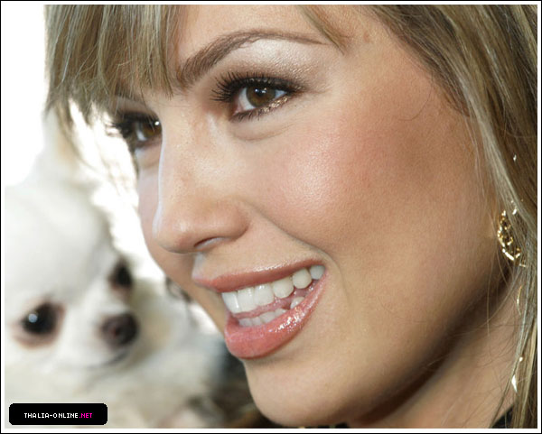 http://www.thalia-online.net/photos/albums/gallery/appearances/2007/ABCRadio/HQ/normal_01.jpg