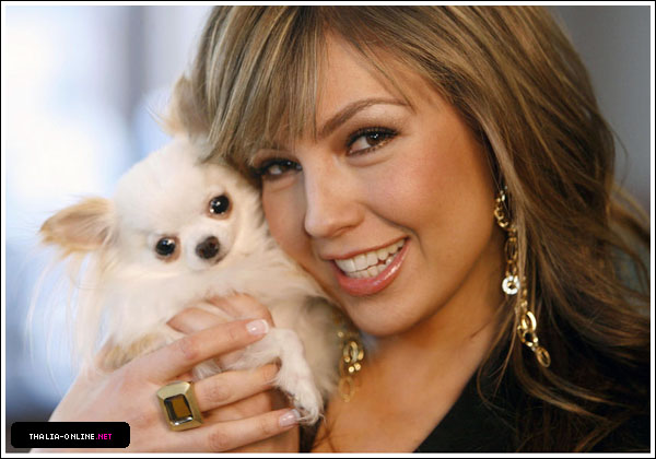 http://www.thalia-online.net/photos/albums/gallery/appearances/2007/ABCRadio/HQ/normal_05.jpg