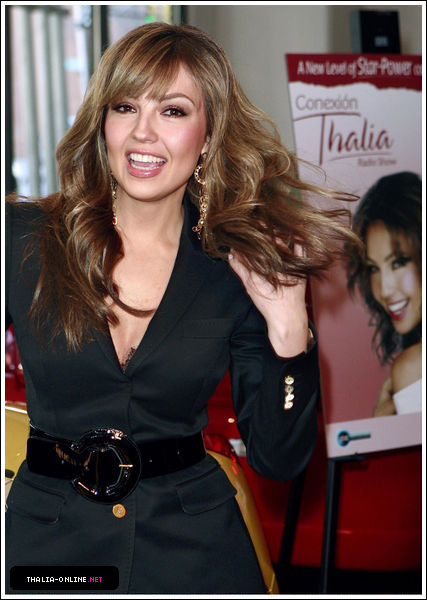 http://www.thalia-online.net/photos/albums/gallery/appearances/2007/ABCRadio/HQ/normal_09.jpg
